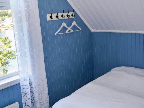 A bed or beds in a room at Three-Bedroom Holiday home in Hundested 2