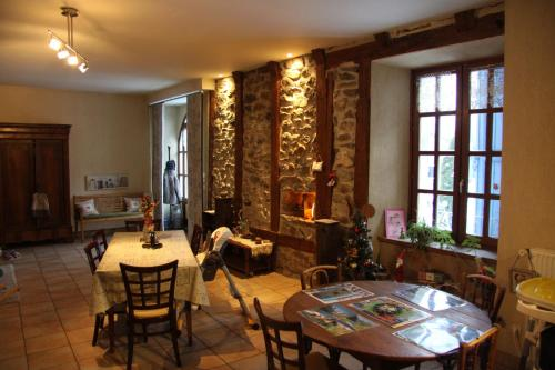 Restaurant ou autre lieu de restauration dans l'établissement La Parenthese insolite