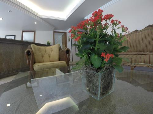 A seating area at Residencial Porto Farol