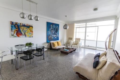 A seating area at Apartamento Vip Edificio Calima