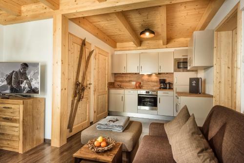 A kitchen or kitchenette at AlpenParks Hagan Lodge Altaussee