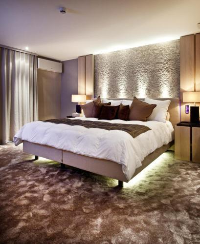 Een bed of bedden in een kamer bij Hotel Thermen Dilbeek