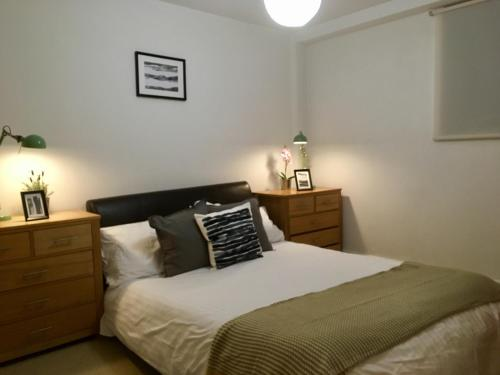 A bed or beds in a room at Central Luxury Apartment