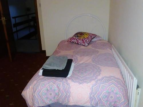 A bed or beds in a room at Wild Atlantic Way Cottage