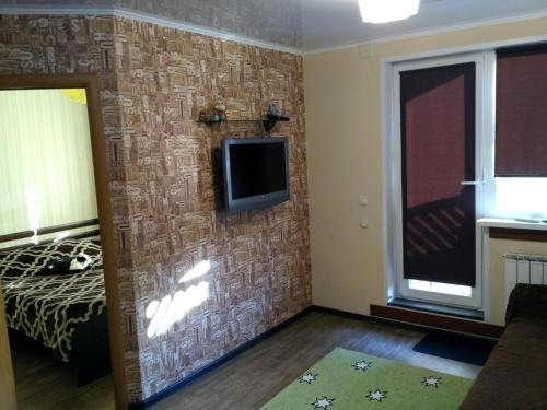 A television and/or entertainment centre at Bungalow on Bannoye Lake
