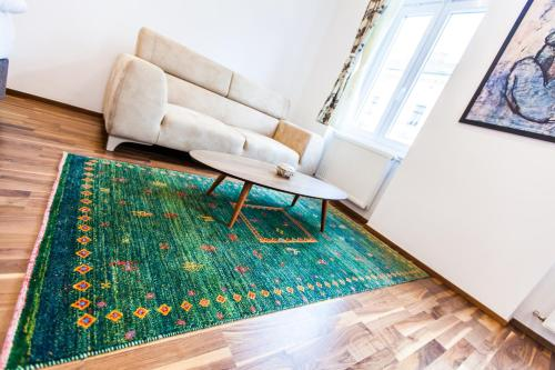 A bed or beds in a room at Cosy 2 Bedroom Apartment, free Garage