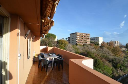 A balcony or terrace at Appartement Rooftop 8 personnes grande terrasse avec parking Quartier Aéroport Nice