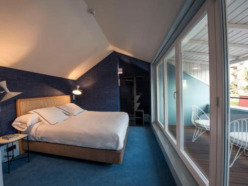 Uma cama ou camas num quarto em Apartamentos The Arc Carrís