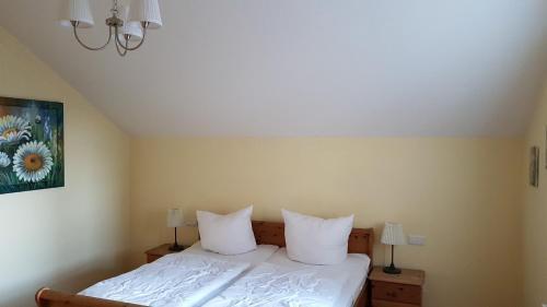 Ein Bett oder Betten in einem Zimmer der Unterkunft Schweizer Haus Wippra