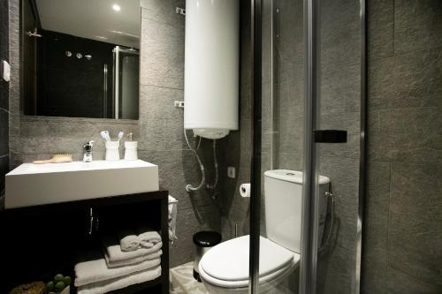 A bathroom at Pierre & Vacances Blanes Playa