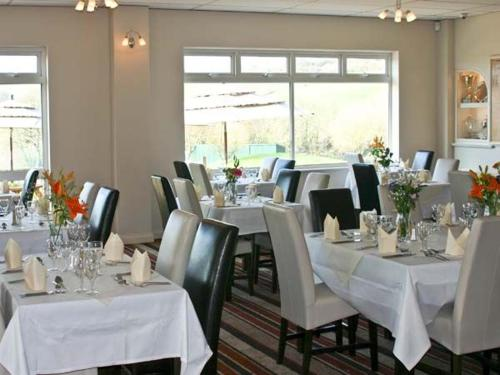 A restaurant or other place to eat at Dartmoor Edge Lodge