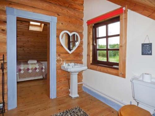 A bathroom at Tamaura Lodge