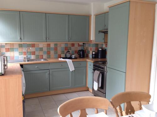 A kitchen or kitchenette at Comfortable House in Warwick