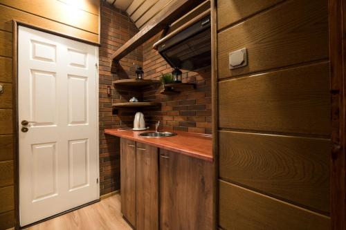 Virtuvė arba virtuvėlė apgyvendinimo įstaigoje Golden Lion Szewska 19