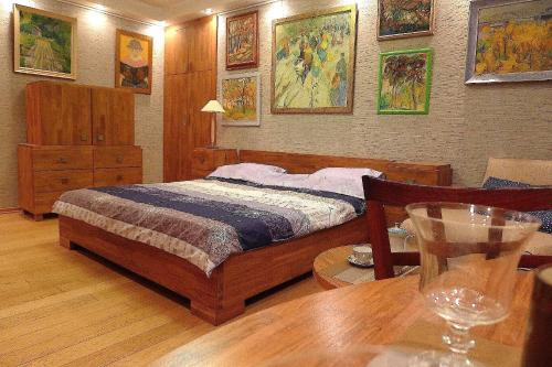 A bed or beds in a room at Экостудио на Печерске