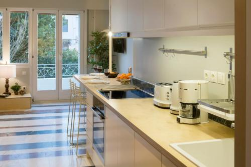 A kitchen or kitchenette at Auntie's Home