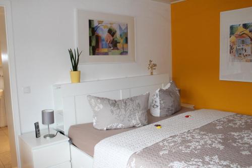 Ein Bett oder Betten in einem Zimmer der Unterkunft Ferienwohnung Spiegelberg