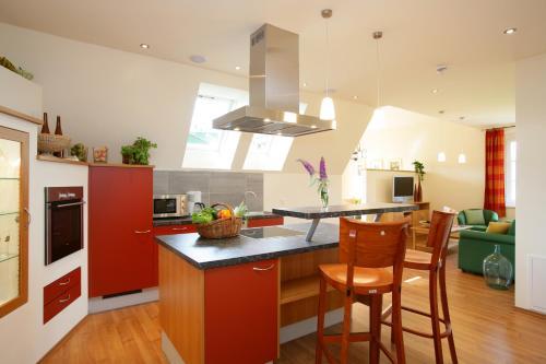 Küche/Küchenzeile in der Unterkunft Komfort Appartements Zirbenland - adults only