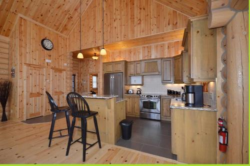 A kitchen or kitchenette at Chalet Charmwood