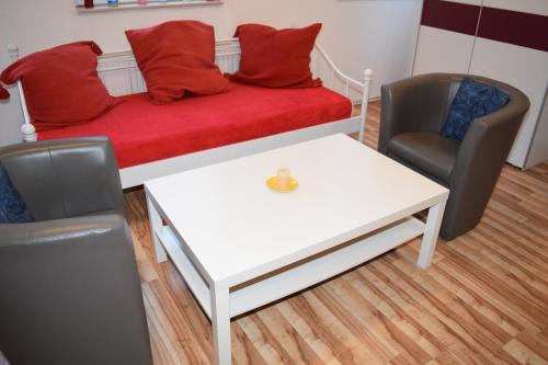 A seating area at City Apartment Ferienwohnung Bremen