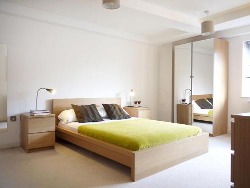 A bed or beds in a room at Apartment Export House.5