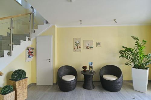 Ein Sitzbereich in der Unterkunft Ferienwohnungen Schön