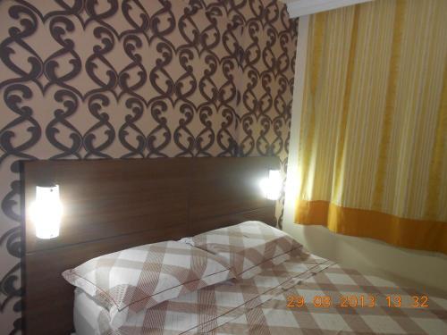 A bed or beds in a room at Luxuoso Quarto E Sala Mobiliado
