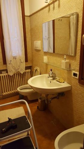 A bathroom at Fenice apartment
