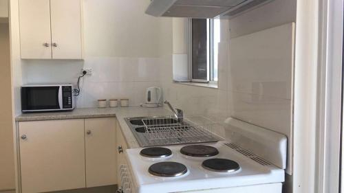 A kitchen or kitchenette at Capel Short-Stay Accommodation