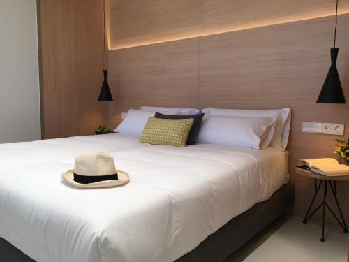 Kama o mga kama sa kuwarto sa Inside Bilbao Apartments