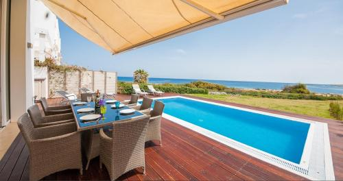 The swimming pool at or near Luxury Bay View Villa 20 Right On Τhe Beach