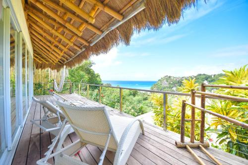A balcony or terrace at Diniview Villa Resort