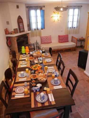 Een restaurant of ander eetgelegenheid bij Dar Dalia