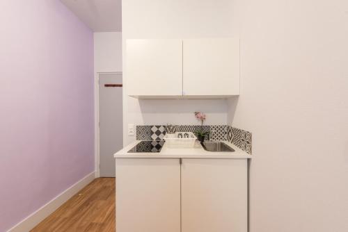 Cuisine ou kitchenette dans l'établissement Apartment WS Hôtel de Ville - Musée Pompidou