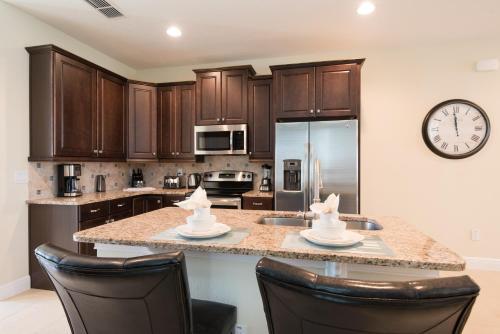 A kitchen or kitchenette at Encore Resort 1152 8 Bedroom Water Park