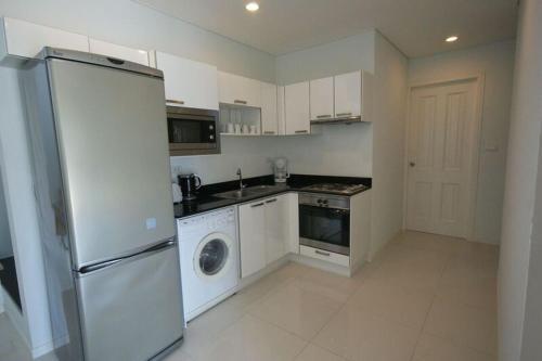 A kitchen or kitchenette at Kamala Regent Condominium
