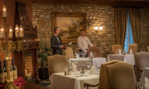 A restaurant or other place to eat at Lough Rynn Castle Self Catering (Official)