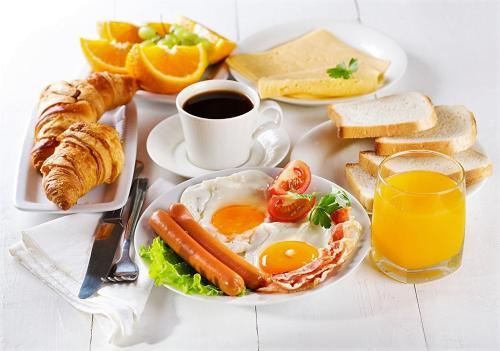 Frühstücksoptionen für Gäste der Unterkunft Hayali Suites Hotel