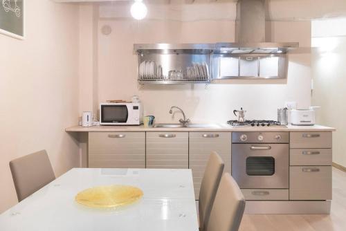 A cozinha ou cozinha compacta de Hintown Via Della Rosa