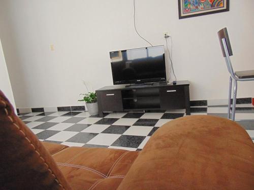 Una televisión o centro de entretenimiento en Casa Viveros