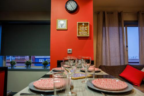 A restaurant or other place to eat at Casa Flor de Lis - Braga Guesthouse