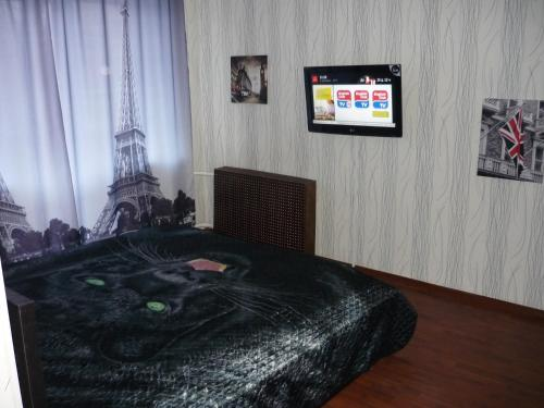 A bed or beds in a room at Apartment on Mekhanoshina 10