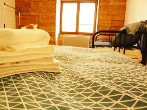 Un ou plusieurs lits dans un hébergement de l'établissement Chez Henriette