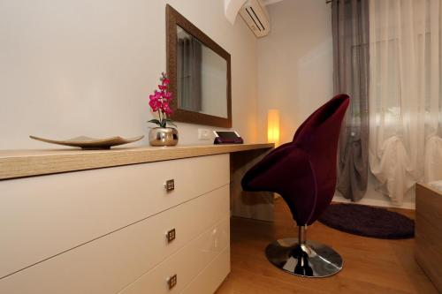 A television and/or entertainment center at Maraschino Apartment Zadar