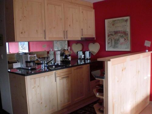 A kitchen or kitchenette at Studio Carlton am Park