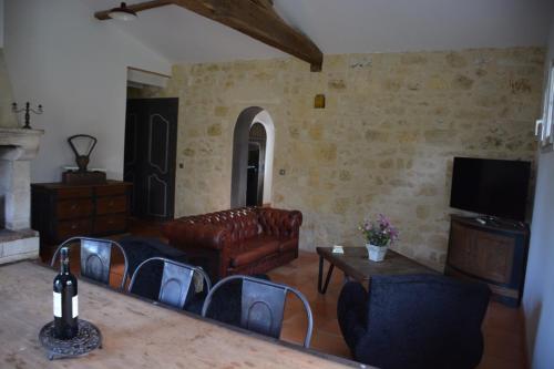 Coin salon dans l'établissement Gite dans un chai à vin