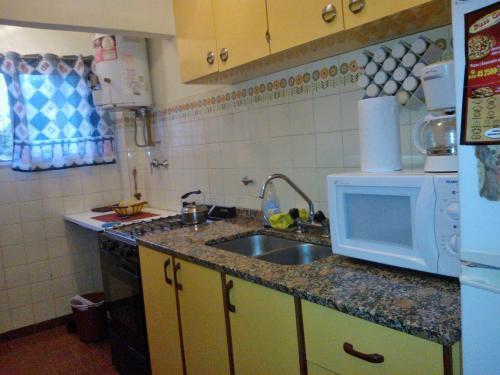 Una cocina o kitchenette en Edificio Familiar Mar Veo