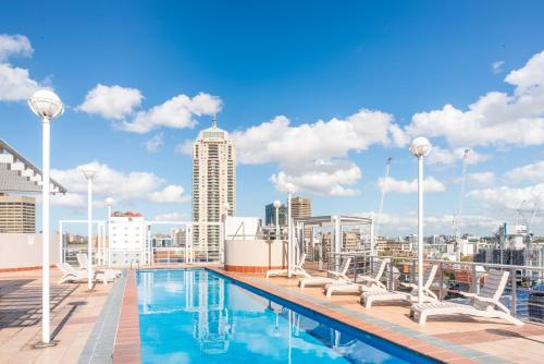 The swimming pool at or close to Seasons Darling Harbour