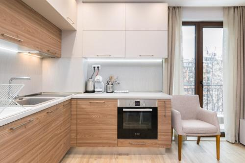 A kitchen or kitchenette at *M&M* Modern & Multifunctional One Bedroom Apartment