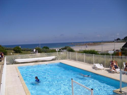 Piscine de l'établissement Les Terrasses de la plage de Trestel ou située à proximité